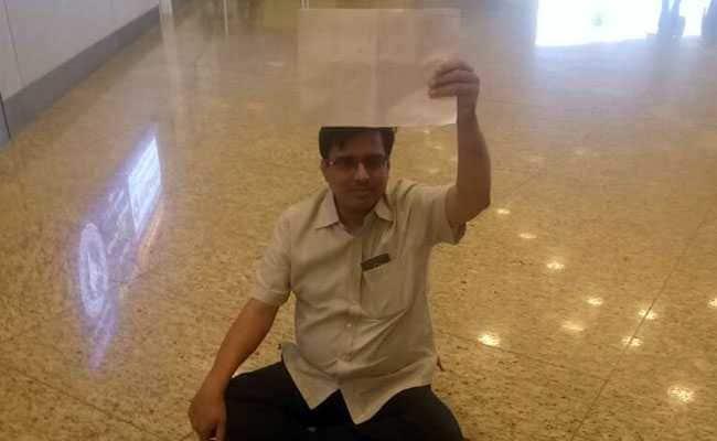 मुंबई इंटरनेशनल एयरपोर्ट पर नमाज़ अदा करने को लेकर विवाद