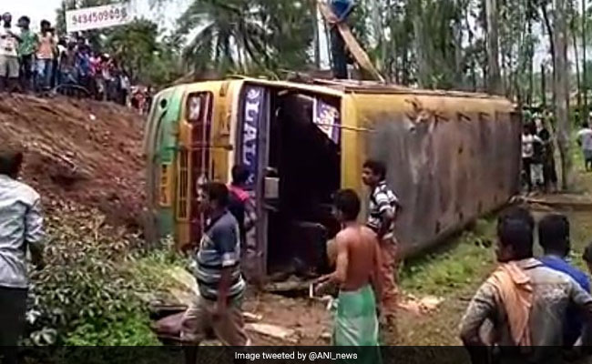 2 killed, 31 Injured As Bus Overturns In Bengal's West Midnapore