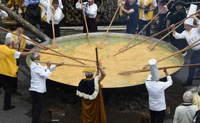 This 'Eggstremely' Big Omelette Is Made Of 6,500 Eggs. See Pics