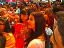Ganesh Chaturthi 2017: Aishwarya Rai Bachchan And Daughter Aaradhya Visit Ganpati <i>Pandal</i>