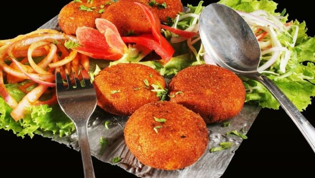 Street Food Of India: How To Make Crispy Aloo Tikki At Home (Recipe Video Inside)