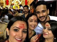 Ganesh Chaturthi 2017: Anita Hassanandani Visits Lalbaugcha Raja