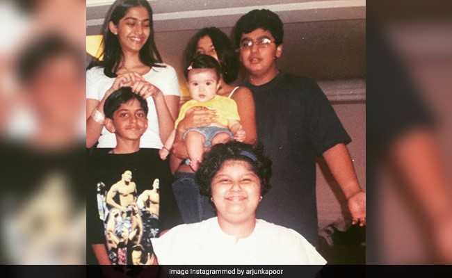 बचपन की तस्वीर में खुद को पहचाने के लिए तैयार नहीं अर्जुन कपूर, बोले- कौन हैं ये लोग...