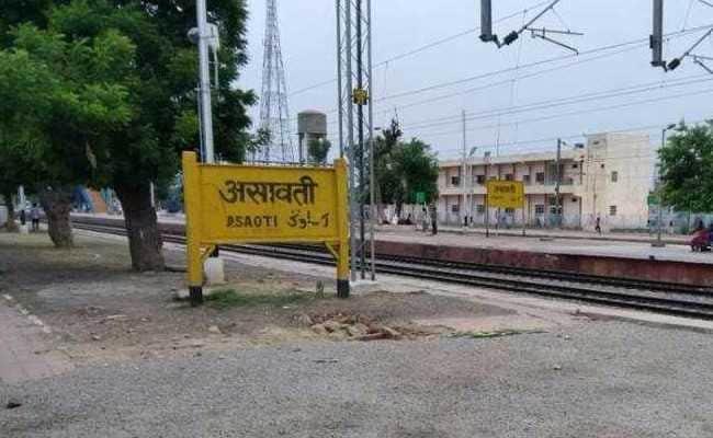 हरियाणा: दो लोगों को चलती ट्रेन से फेंका, एक की मौत दूसरे की हालत गंभीर