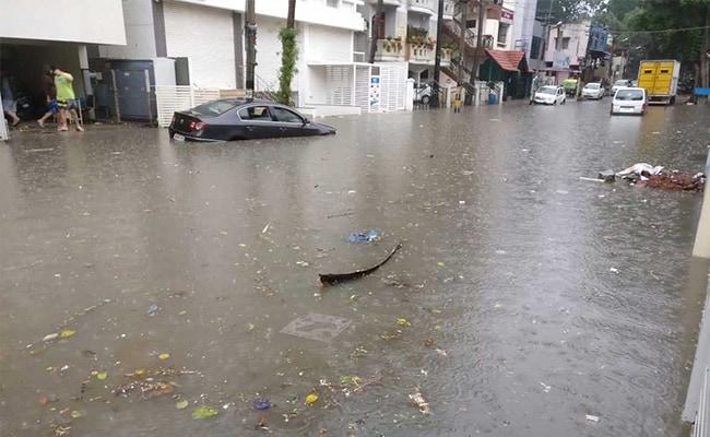 बेंगलुरू में बादल फटे, बारिश ने तोड़ा 100 साल पुराना रिकॉर्ड