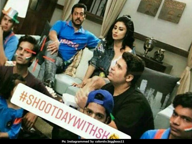 Bigg Boss 11: A Pic Of Salman Khan And Mouni Roy Is Breaking The Internet