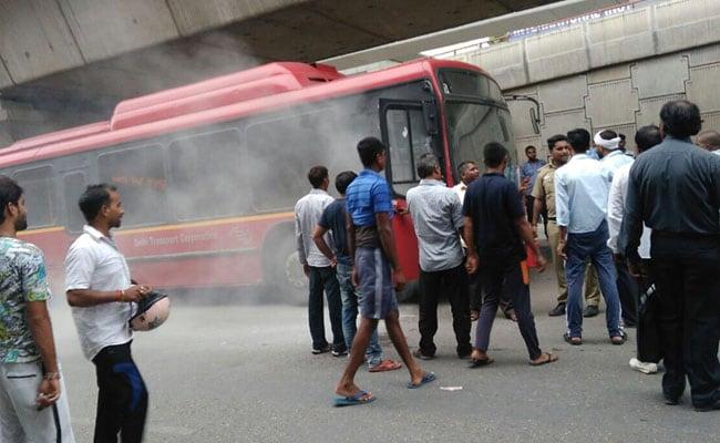 डेरा समर्थकों की हिंसा में दिल्ली, यूपी, राजस्थान भी झुलसा, दो ट्रेन और कई बसों में लगाई आग