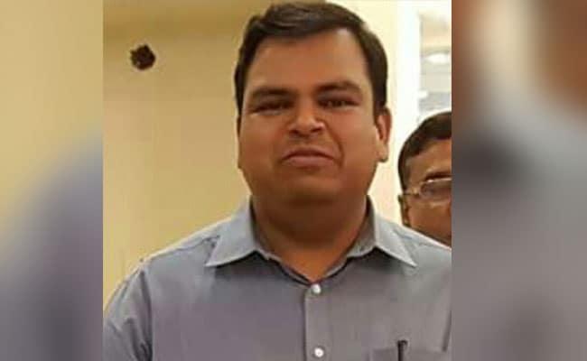 मुकेश पांडे की तरह इन बड़े IAS अधिकारियों की खुदकुशी बनी सुर्खियों का सबब...
