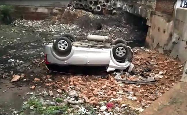 एसयूवी की टक्कर से स्कूटी पर बैठा शख्स 20 फुट तक उछल गया ऊपर, CCTV में कैद हुआ एक्सीडेंट
