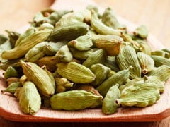 How Chewing On Cardamom (Elachi) Pods May Help Promote Weight Loss
