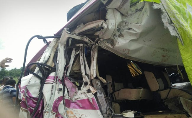 4 Spanish Nationals Among 5 Dead In Truck-Mini Bus Collision In Chittoor