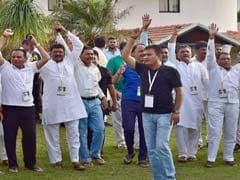 खरीद-फरोख्त के डर से बेंगलुरु में रखे गए 44 कांग्रेस विधायक 9 दिन बाद गुजरात लौटे