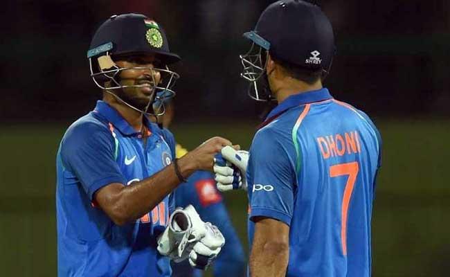 Ind VS SL : महेंद्र सिंह धोनी ने कान में कही ऐसी बात कि भुवनेश्वर ने ठोक डाला अर्द्धशतक