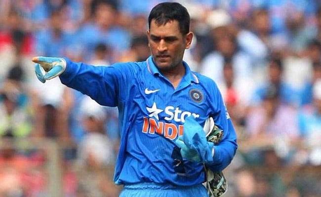 INDvsSL 1st ODI: विकेट के पीछे अभी भी कमाल करते हैं एमएस धोनी, की यादगार स्टंपिंग