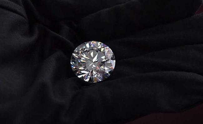 गुजराती लड़के की ईमानदारी को नहीं डिगा सका 45 लाख का हीरा, दुनिया कर रही सैल्यूट
