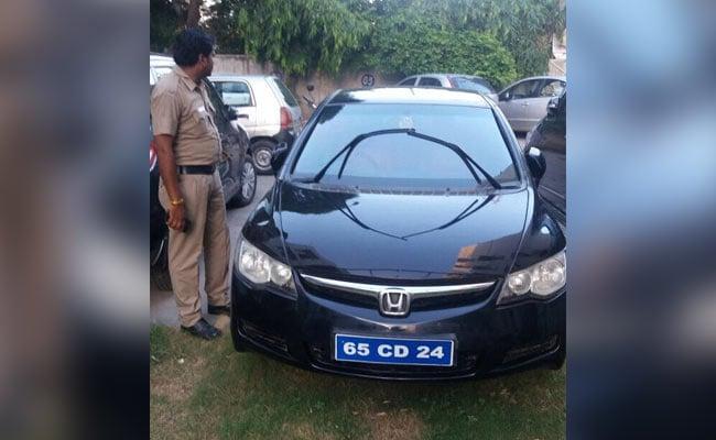 साल भर से श्रीलंका उच्चायोग का फर्जी अफसर बनकर घूम रहा शख्स चढ़ा पुलिस के हत्थे