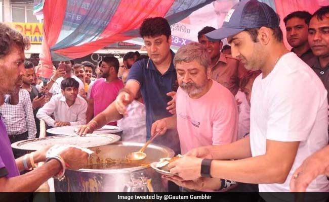 Gautam Gambhir launches community kitchen to feed the needy, Shahrukh Khan and Shikhar Dhawan extend their support
