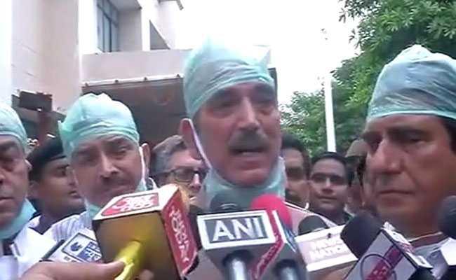गोरखपुर हादसा: विपक्ष ने CM योगी से मांगा इस्तीफा, मंत्री मौर्या बोले-हड़बड़ाइए नहीं