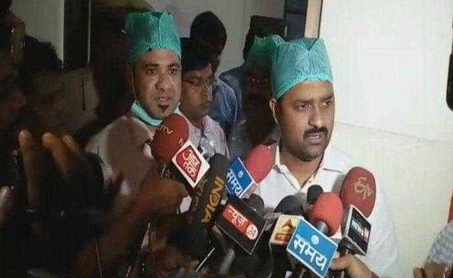 गोरखपुर मेडिकल कॉलेज में 30 बच्चों की मौत, अस्पताल में ऑक्सीज़न की कमी का आरोप