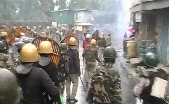 जीजेएम के प्रमुख बिमल गुरुंग के समर्थकों के साथ हुई झड़प में पुलिस इंस्पेक्टर की मौत