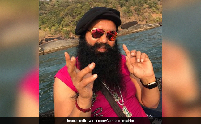 In Rohtak jail, how much Gurmeet Ram Rahim is earning?