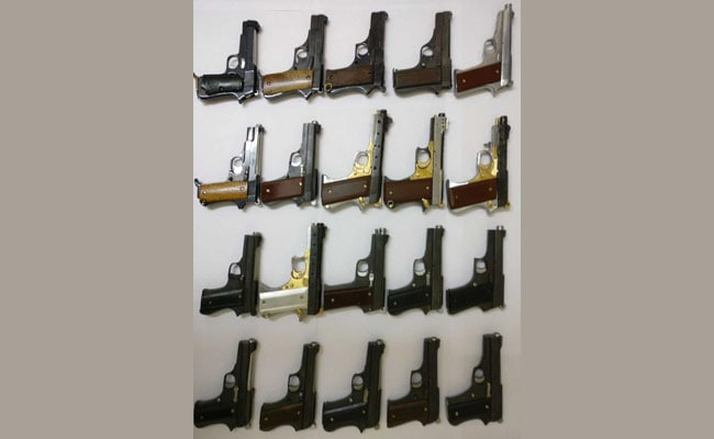 15 अगस्त से पहले दिल्ली पुलिस की क्राइम ब्रांच ने बरामद किया हथियारों का ज़खीरा