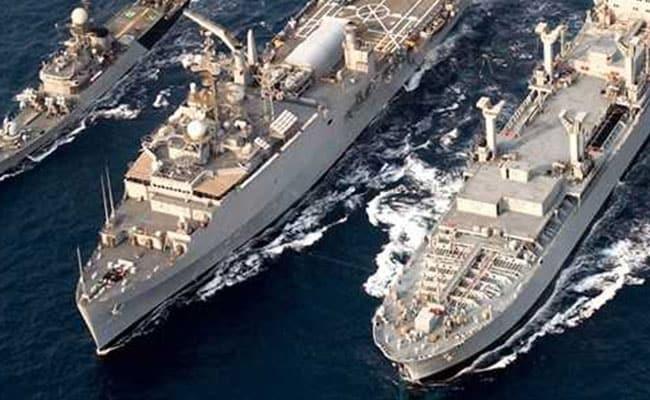 नौसेना प्रमुख ने कमांडरों से युद्ध की तैयारी पर ध्यान बनाए रखने को कहा