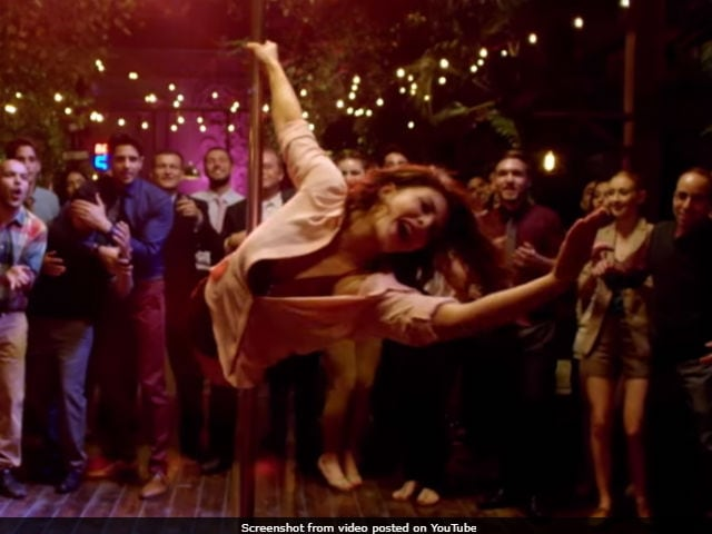Oops! Jacqueline Fernandez Injures Herself While Doing Pole Dancing-Watch Video