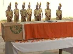TOP 5 NEWS: नम आंखों से शहीदों को दी अंतिम विदाई और अमेरिका ने पाकिस्तान से आतंकी संगठनों की फंडिंग रोकने को कहा