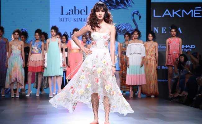 lakme fashion week disha
