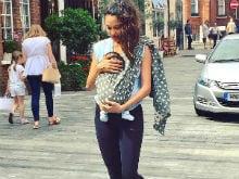 Lisa Haydon's Pic Of Herself Breastfeeding Baby Zack Is Winning The Internet