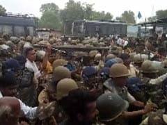 अनशन पर बैठीं मेधा पाटकर को जबरन उठा ले गई पुलिस, आंदोलकारियों से हुई झड़प