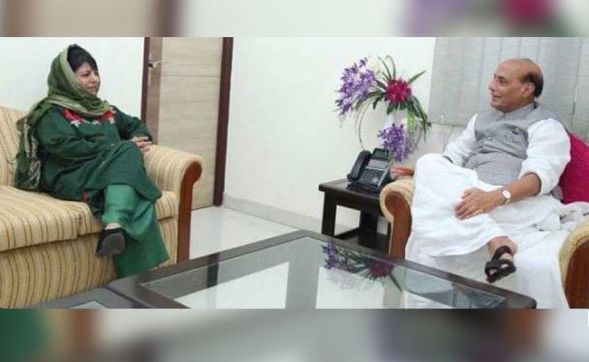 अनुच्छेद 35-A को लेकर गृह मंत्री राजनाथ सिंह से मिलीं महबूबा मुफ्ती