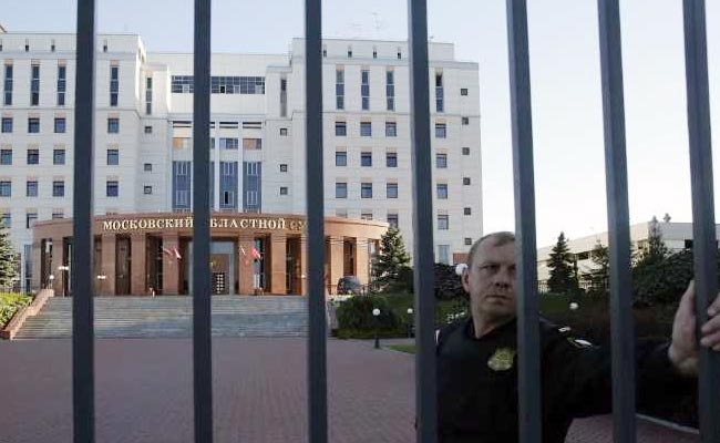 3 Killed In Russia Court After Defendants Grab Officers' Guns