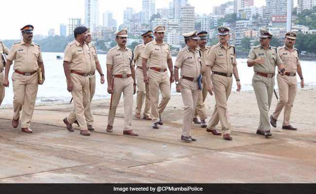 मुंबई से सटे ठाणे में पुलिस कर्मियों की गुंडागर्दी होटल के सीसीटीवी में कैद