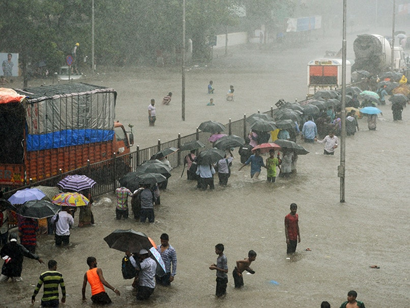 MeT Department Predicts 'Extremely Heavy Rainfall' In Mumbai, Chief Minister Urges People To Stay Indoors Tomorrow