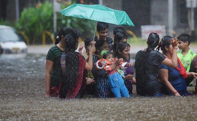 mumbai rain people pti