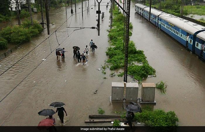बारिश में मुंबई की दुर्गति के लिए लोगों ने बीएमसी को ठहराया जिम्मेदार