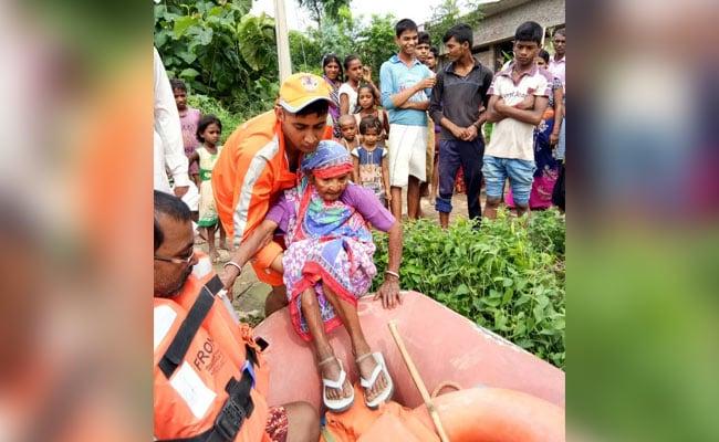 पूर्वी उत्तर प्रदेश में आई बाढ़ से लोगों को बचाव में जुटी है एनडीआरएफ