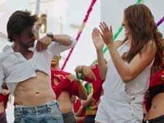 शाहरुख खान के फैन्स ने ढोल से साथ मनाया 'जब हैरी मेट सेजल' का जश्न
