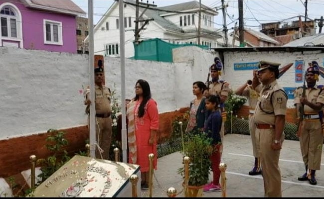Before Laying Down Life, CRPF Man Unfurled Flag. Today, Wife Took His Place