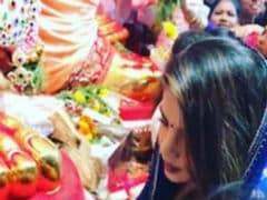 Ganesh Chaturthi 2017: Priyanka Chopra Visits <i>Lal Baug Cha Raja</i>