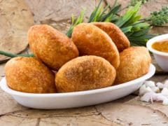 Pyaaz Ki Kachori: The Rajasthan Street Side Delicacy that'll have you Wanting for More