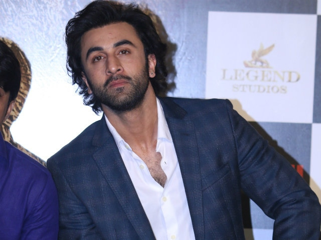 ranbir kapoor finally reacts to dad rishi s attack on jagga jasoos