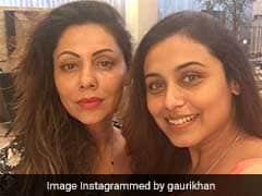 शाहरुख खान की पत्नी से मिलीं रानी मुखर्जी, No Makeup लुक में आईं नजर
