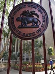 बैंक अकाउंट को आधार नंबर से जोड़ने के मामले पर RBI ने दिया यह बयान