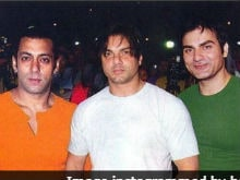 On Independence Day, Salman Khan Shares An 'Emotionally Dependent' Pic With Brothers