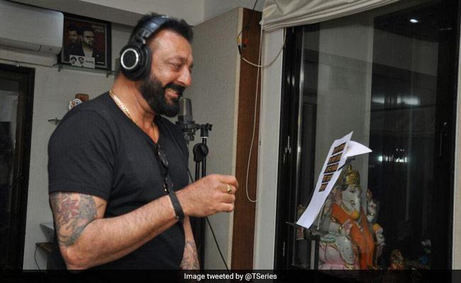 'लगे रहो मुन्ना भाई' के बाद संजू बाबा ने फिर छेड़े सुर, 'भूमि' के लिए गाया 'जय माता दी'