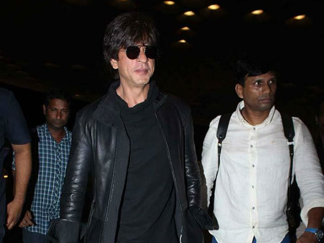 Shah Rukh Khan Injures Back While On His Way To Kolkata To Promote Jab Harry Met Sejal