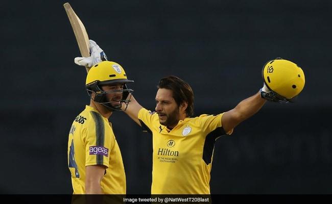 शाहिद अफरीदी ने की तूफानी बल्लेबाजी, केवल 42 गेंदों पर ही ठोका शतक